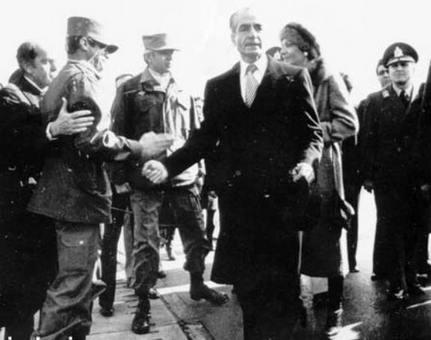 شاه در 26 دی ماه ایران را به مقصد مصر ترک کرد.