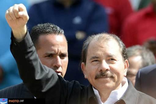دانیل اورته گا هم که از مهم ترین همپیمان های چاوز بود در این مراسم حضور داشت.