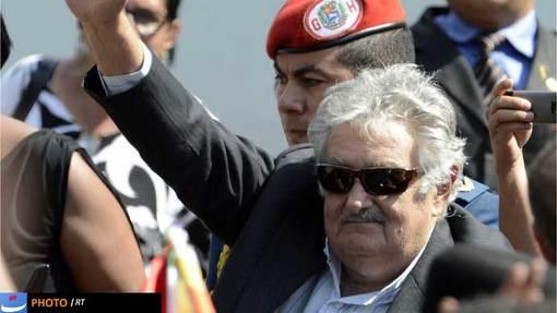 خوزه موخیکا رئیس جمهور ارگوئه هم برای شرکت در مراسم خاکسپاری خود را به کاراکاس رسانده بود.