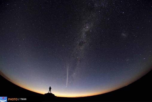 عبور دنباله دار  Lovejoy، استرالیا - Jia Hao / TWAN 2012