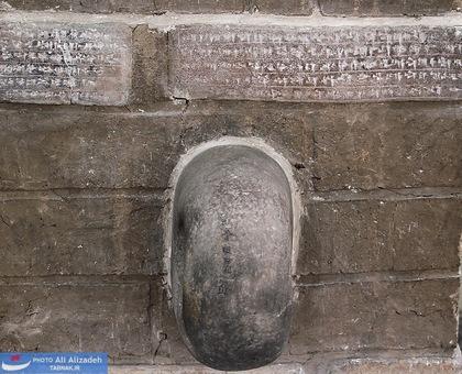 آجرهای کتیبه دار و کلون در - چغازنبیل خوزستان اواسط هزاره دوم پیش از میلاد