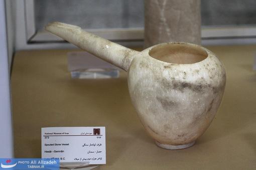 ظرف لوله دار سنگی (یک تکه)حصار سمنان-اواخر هزاره دوم پیش از میلاد