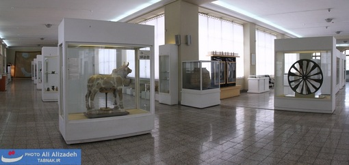 در این سالن از دوره های مختلف پیش از تاریخ و تاریخی آثار منحصر بفردی دیده می شود.