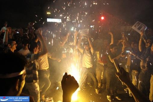 resized 264334 320 تصاویر : شادی مردم پس از اعلام نتایج آرا