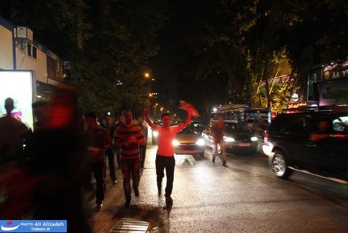 resized 264346 534 تصاویر : شادی مردم پس از اعلام نتایج آرا