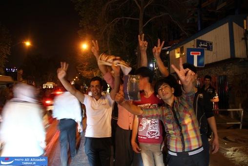 resized 264347 177 تصاویر : شادی مردم پس از اعلام نتایج آرا