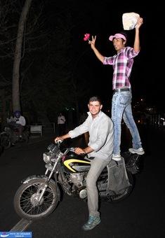 resized 264349 227 تصاویر : شادی مردم پس از اعلام نتایج آرا