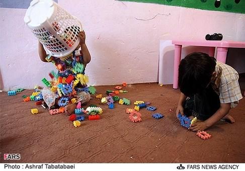 کودکان کار هنگام بازی در خانه علم دروازه غار