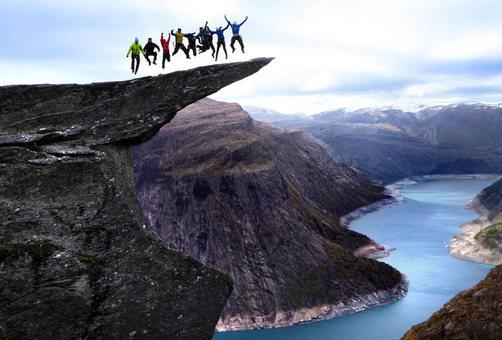 ماجراجویی در ارتفاع 700 متری دریاچه ای در نروژ
