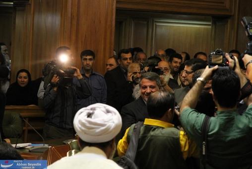 ورودد محسن هاشمی به سالن شورای شهر