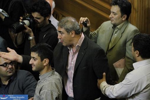 اعتراض یک شهروند به مشکل حقوقی وی با شهرداری که روی اعتراضش با هاشمی بود