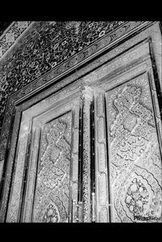 درب طلا، پايين پاي مبارك حرم امام رضا(ع)