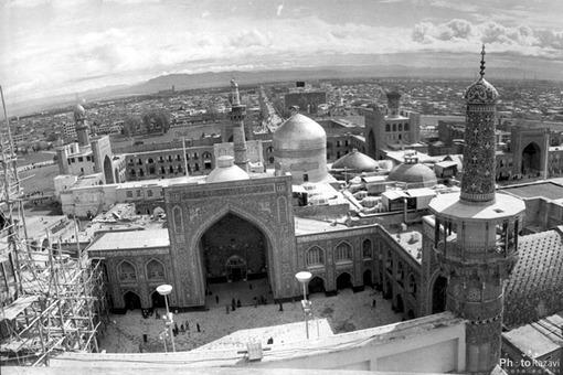 نماي صحن و گلدسته مسجد گوهرشاد سال 1355