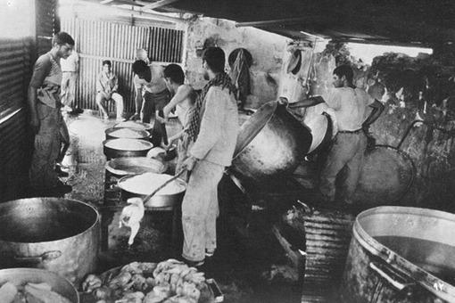 وقتی آشپزها دست به کار میشدند تا یک گروهان یا یک گردان را سیر کنند.
