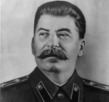 ژوزف ویسارینویچ جوگاشویلی-معروف به استالین-رهبر و سیاستمدار کمونیست شوروی <br />