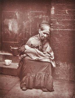 عکس نادر از زندگی طبقه کارگر در دوره ویکتوریا(لندن) John Thomson / Courtesy Dominic Winter Auctioneers