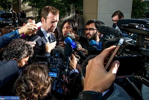 مایکل مان سخنگوی مسوول سیاست خارجی اتحادیه اروپادر محل اقامت هیات ایرانی در ژنو به سؤالات خبرنگاران پاسخ داد