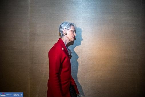 شرمن نماینده آمریکا در حاشیه دیدار سه جانبه ظریف و اشتون با وزرای ۱+۵ در روز سوم مذاکرات