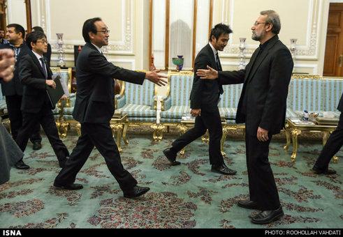 دیدار وزیر خارجه ژاپن با علی لاریجانی