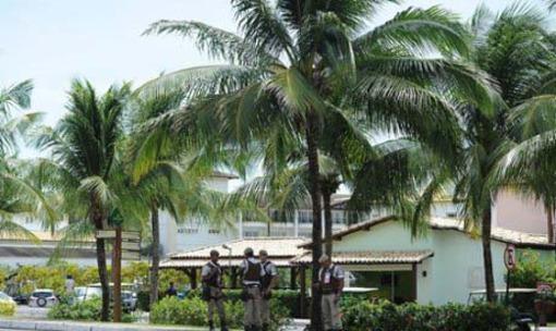 نیروهای امنیتی در کنار محل برگزاری مراسم