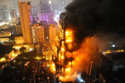 ساختمان در حال سوختن در گوآنگژو چین Chinafotopress via Getty Images