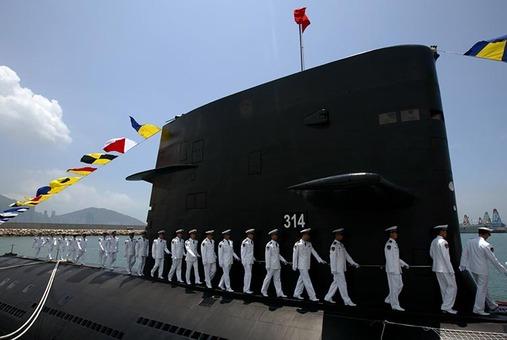 زیر دریایی غول پیکر استرنگ سایلنت با موتور دیزلی قدرتمند آلمانی که به خدمت نیروی دریایی جمهوری خلق چین درآمده است REUTERS/Kin Cheung