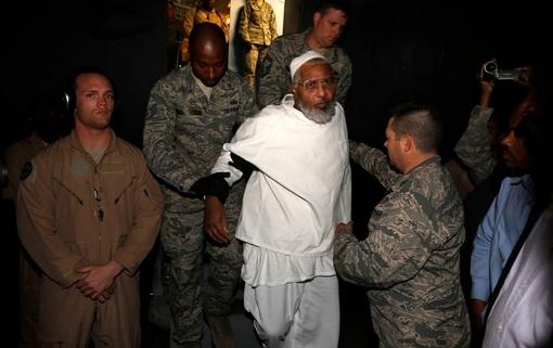 تفنگداران ارتش آمریکا دو زندانی زندان «گوانتانامو» را آزاد و به کشورشان در سودان فرستادند REUTERS/Mohamed Nureldin Abdallah