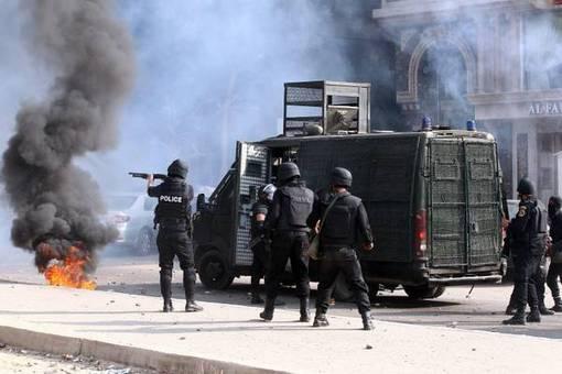 درگیری مرگبار طرفداران مرسی(اخوان المسلمین) با پلیس مصر در قاهره ادامه دارد-ANSA