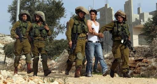 جوان فلسطینی معترض به شهرک سازی اسرائیلیها و تصاحب زمینهای آنان در کرانه باختری رود اردن توسط نظامیان اسرائیل دستگیر شده-ANSA