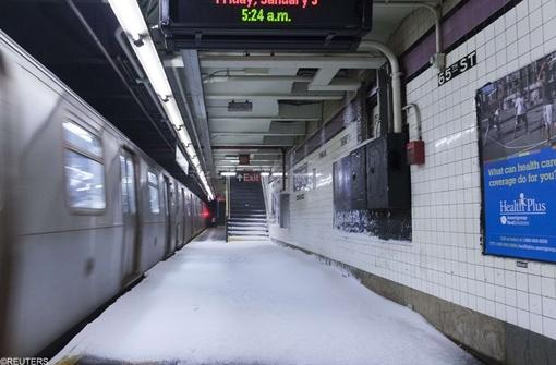ایستگاه مترو و برف نشسته در ایستگاه!