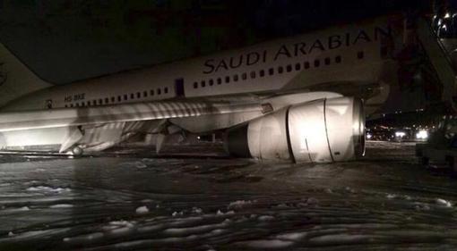 هواپیمای بوئینگ ۷۶۷ خطوط هواپیمایی عربستان سعودی با ۳۰۰ سرنشین که از شهر مشهد مقدس عازم مدینه منوره بود، در فرودگاه شاهزاده محمد بن عبدالعزیز دچار سانحه شد، اما با مهارت خلبان موفق شد سالم در این فرودگاه به زمین بنشیند.reuters