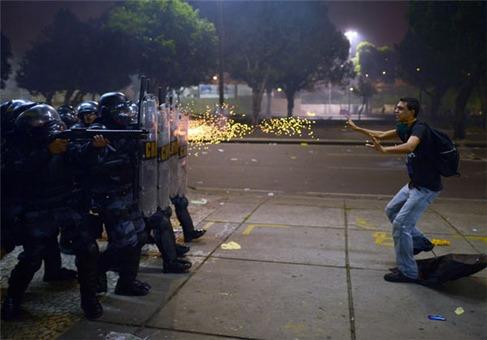 تظاهرکننده معترض برزیلی