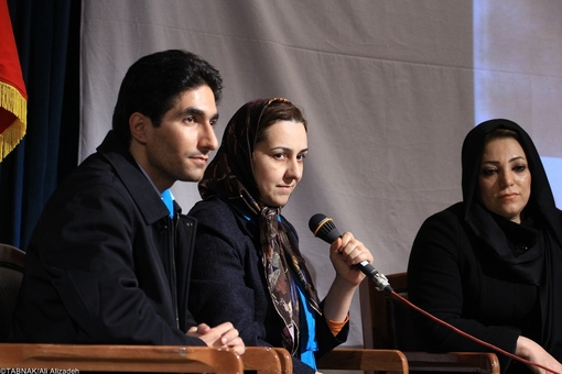 از چپ: فرزاد حسینی (مدیر اجرایی پروژه آزاد سازی صفر) زهرا رحیمی (مدیرعامل جمعیت امام علی )محبوبه رمضانی از اولیای دم که سالها پیش با اعلام رضایت، به یک محکوم، زندگی دوباره بخشیده است.