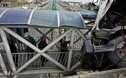 فرود میکسر بتن روی پل هوایی در تهرانسر +تصاویر
