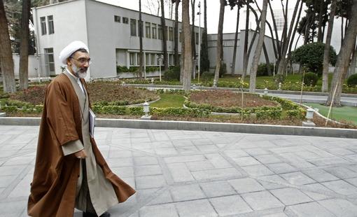 مصطفی پورمحمدی وزیر دادگستری در حال رفتن به محل جلسه مبارزه با مفاسد اقتصادی در نهاد ریاست جمهوری/ایرنا