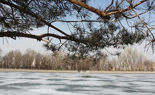 سرمای شدید هوا باعث یخ زدن استخر پارک ائل گلی تبریز شد/مهر