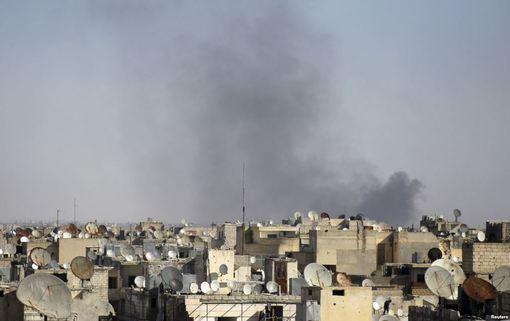 در حالی که گفتوگوهای صلح سوریه در ژنو به گفته طرفین مذاکره به «بنبست» رسیده است٬ سازمان ملل اعلام کرده است که به دنبال بمباران شهر مرزی سوریه٬ هزاران تن از ساکنان این منطقه مجبور به ترک محل زندگی خود شدهاند/RFE/RL<br /><br />