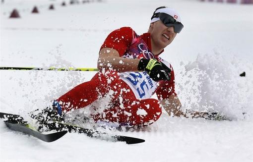 داریو کالوگنا سوئیسی پس از پایان مسیر، خود را در انتهای پیست رها می کند