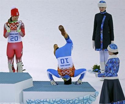 تصویر روز المپیک از حرکت خوشحالی کریستوف اینرهوفر ایتالیایی پس از کسب مدال برنز ماده دوگانه مردان
