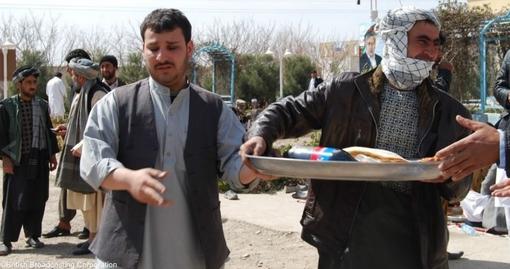 نامزدان شوراهای ولایتی، مبارزات انتخاباتی را با پذیرایی از هواداران خود آغاز کردند