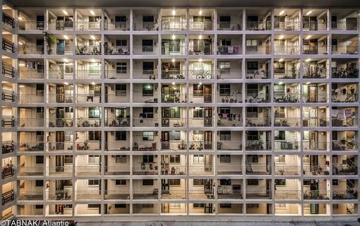 یک مجتمع مسکونی پر تراکم در سنگاپور - مردم در این کشور مجبور هستند در این چنین مکانهایی زندگی کنند