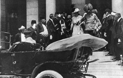 آرشیدوک (از مقامهای سلطنتی اتریش)و همسرش لحظاتی قبل از ترور در سارایوو
