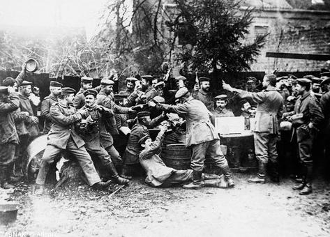 سربازان آلمانی کریسمس را جشن میگیرند دسامبر ۱۹۱۴