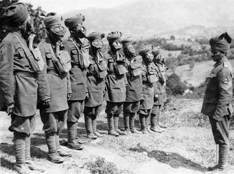نیروهای هندی در حال تمرین با ماسکهای ضد گاز برای حملات شیمیایی و میکروبی آماده می شوند