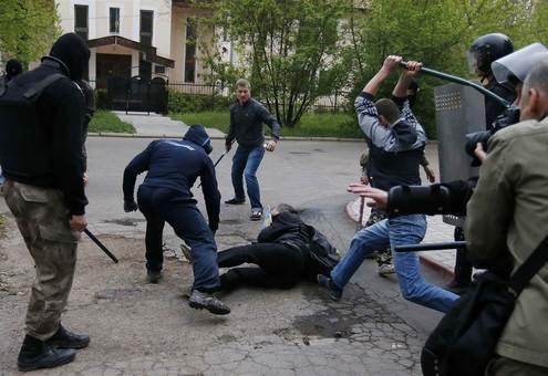 درگیری خونبار طرفداران حکومت اوکراین با تجزیه طلبان روس در دونتسک/Getty Images
