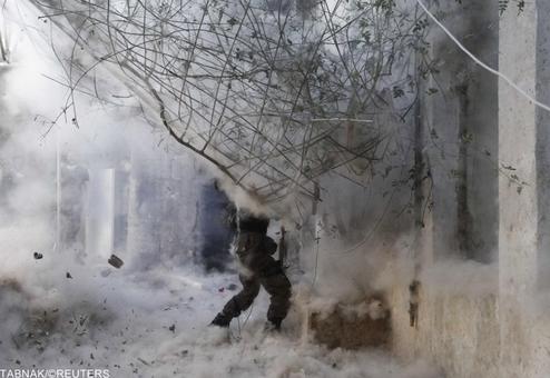 حمله جنگنده های ارتش سوریه به مواضع تروریستهای ارتش آزاد در شهر حلب/Reuters