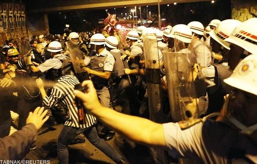 درگیری پلیس برزیل با مخالفان برگزاری مسابقات جام جهانی فوتبال در سائوپائولو/ REUTERS
