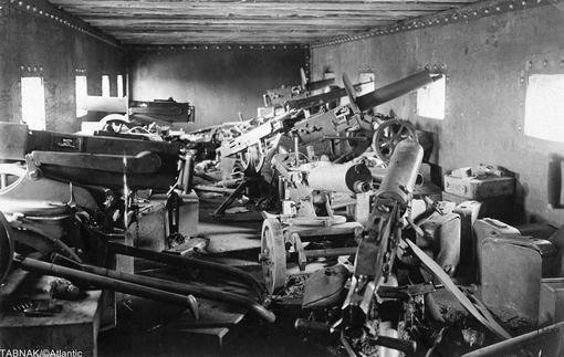 مسلسلهای سنگین که درون واگن قطار حمل می شوند