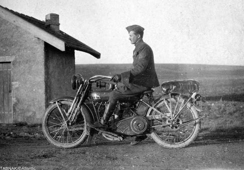 هارلی دیویدسون های آمریکایی در جنگ بسیار کمک شایان توجهی برای حمل و نقل سربازان بود