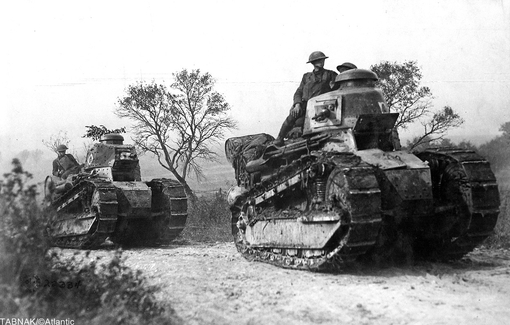 تانکهای نیمه سنگین FT17 رنو فرانسوی و سربازان آمریکایی